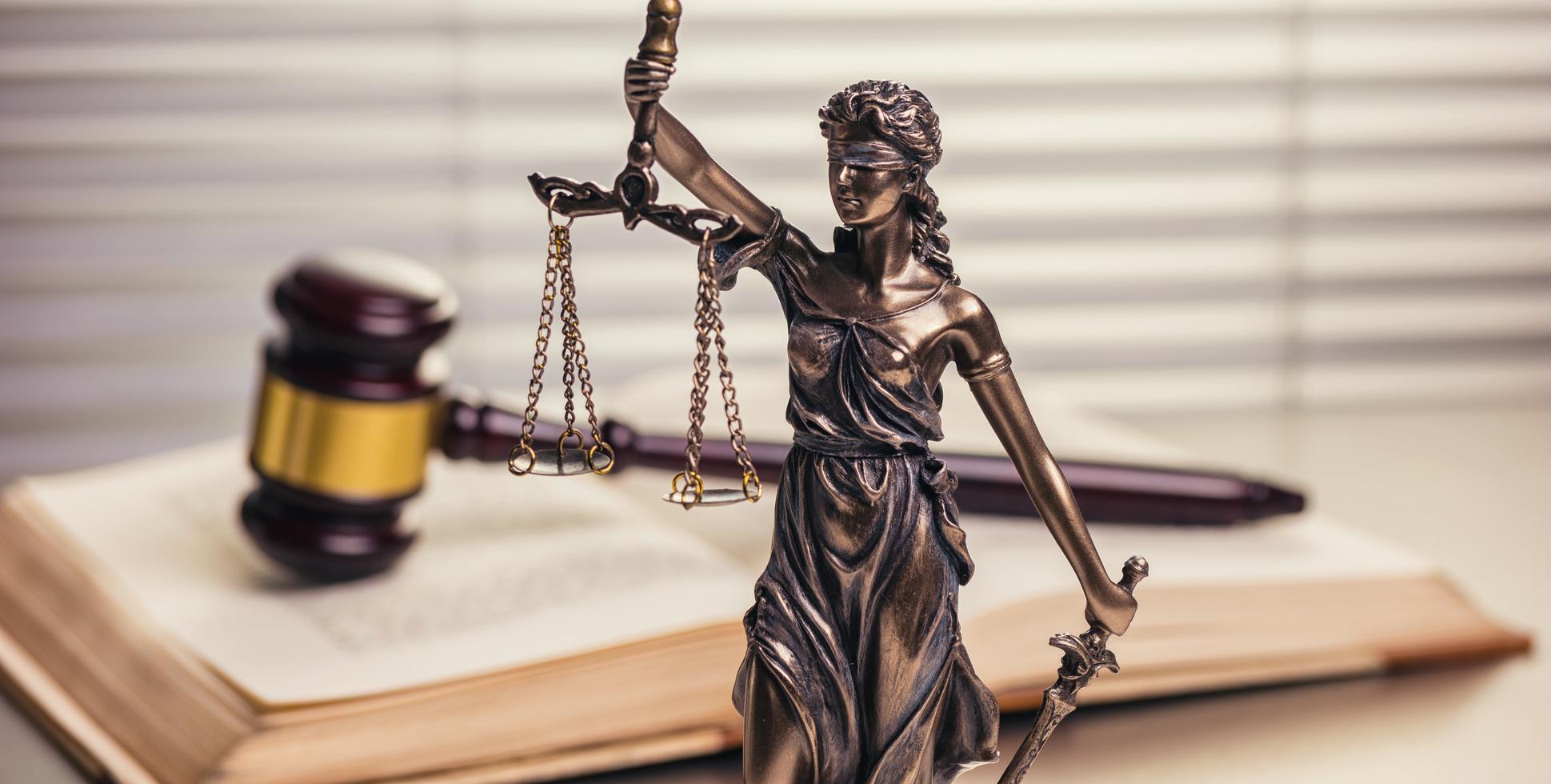 Justitia mit Ihrer Waagschale