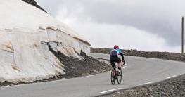 E-Bike Fahrer in den Bergen